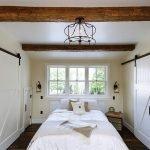 Дизайнерские белые двери для загородного дома