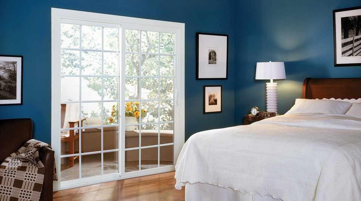 Прованс в интерьере спальни с белыми дверьми