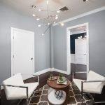 Кабинет со светлой дверью в стиле минимализма