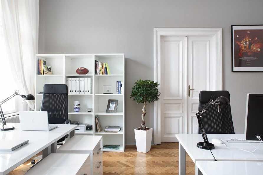 Двойные резные двери для кабинета