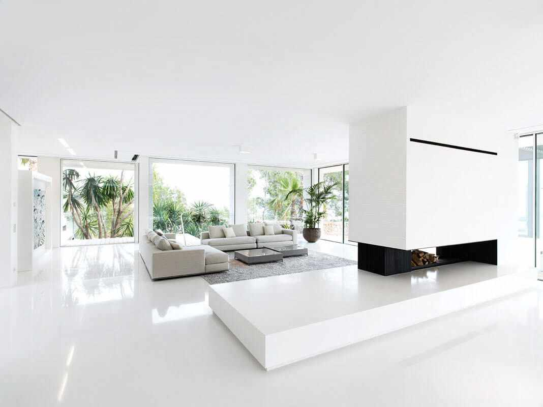 Белые стены в интерьере в стиле минимализм