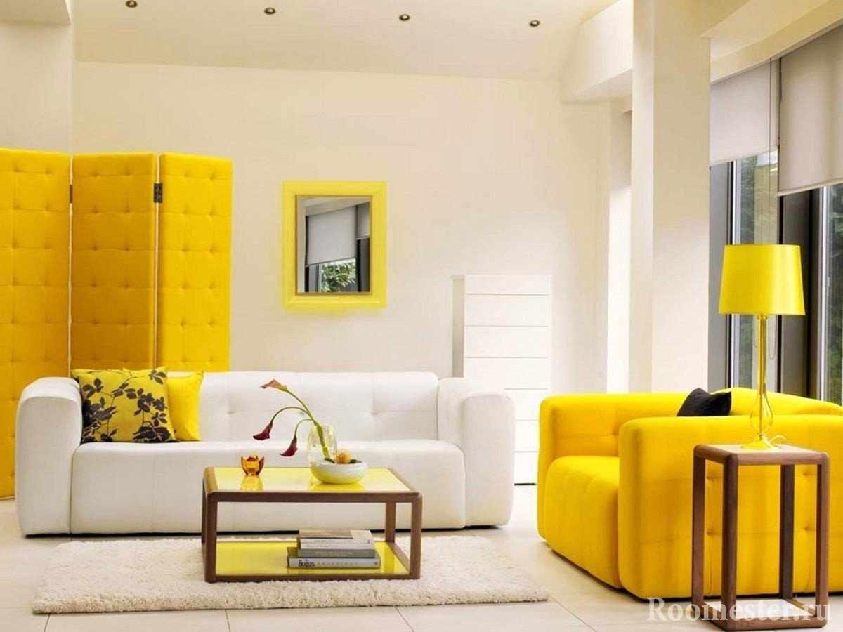 Сочетание белой и желтой мебели в интерьере