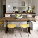 Белый диванчик на кухне
