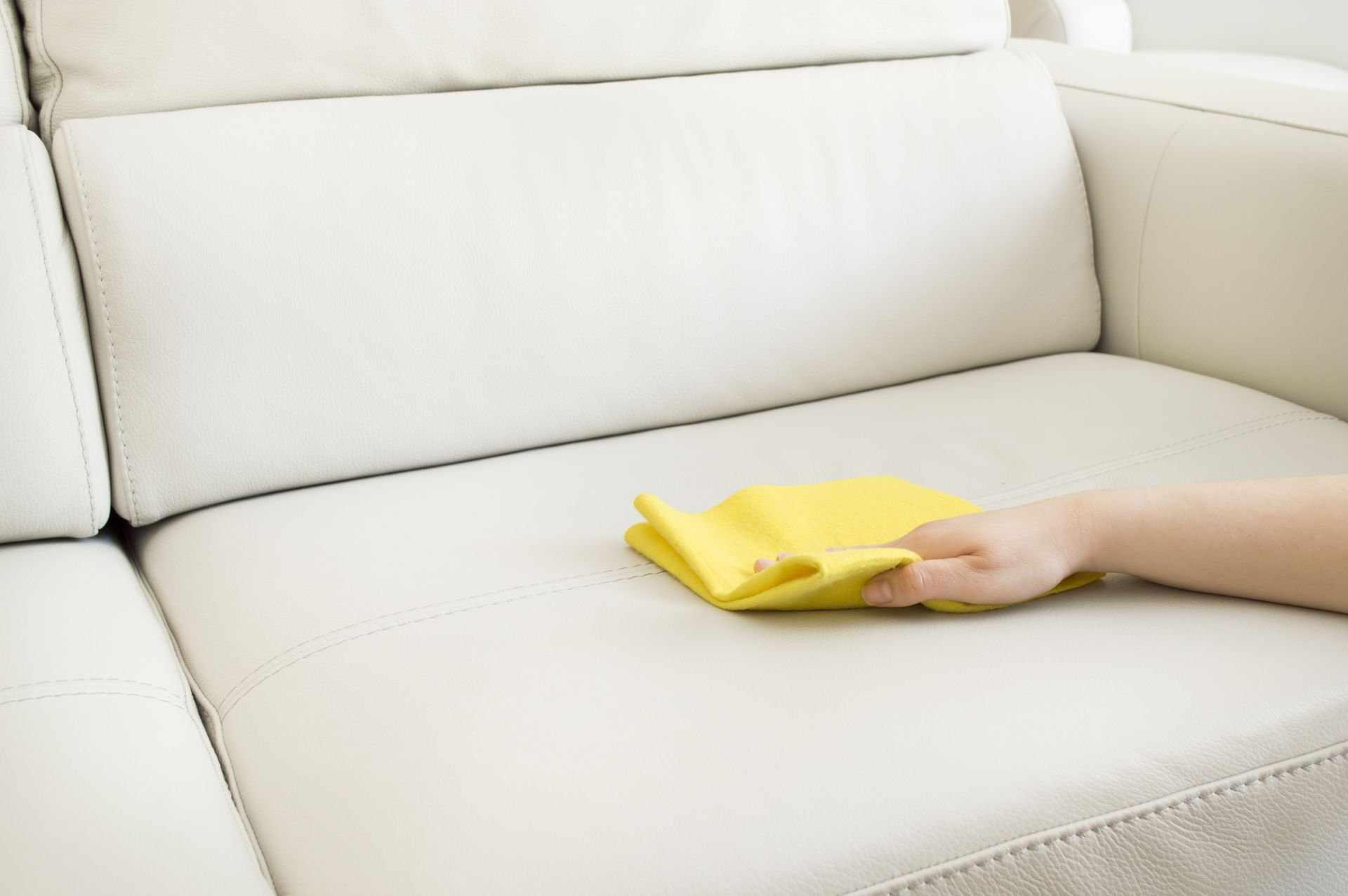 Как ухаживать за белым диваном