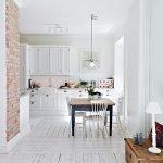 Белый и оттенки коричневого в дизайне кухни