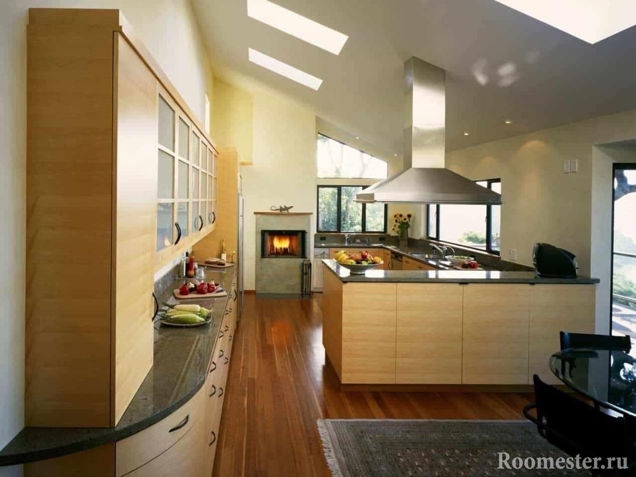 кухня с биокамином и мансардными окнами