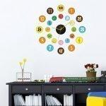 Яркие часы на стене в детской