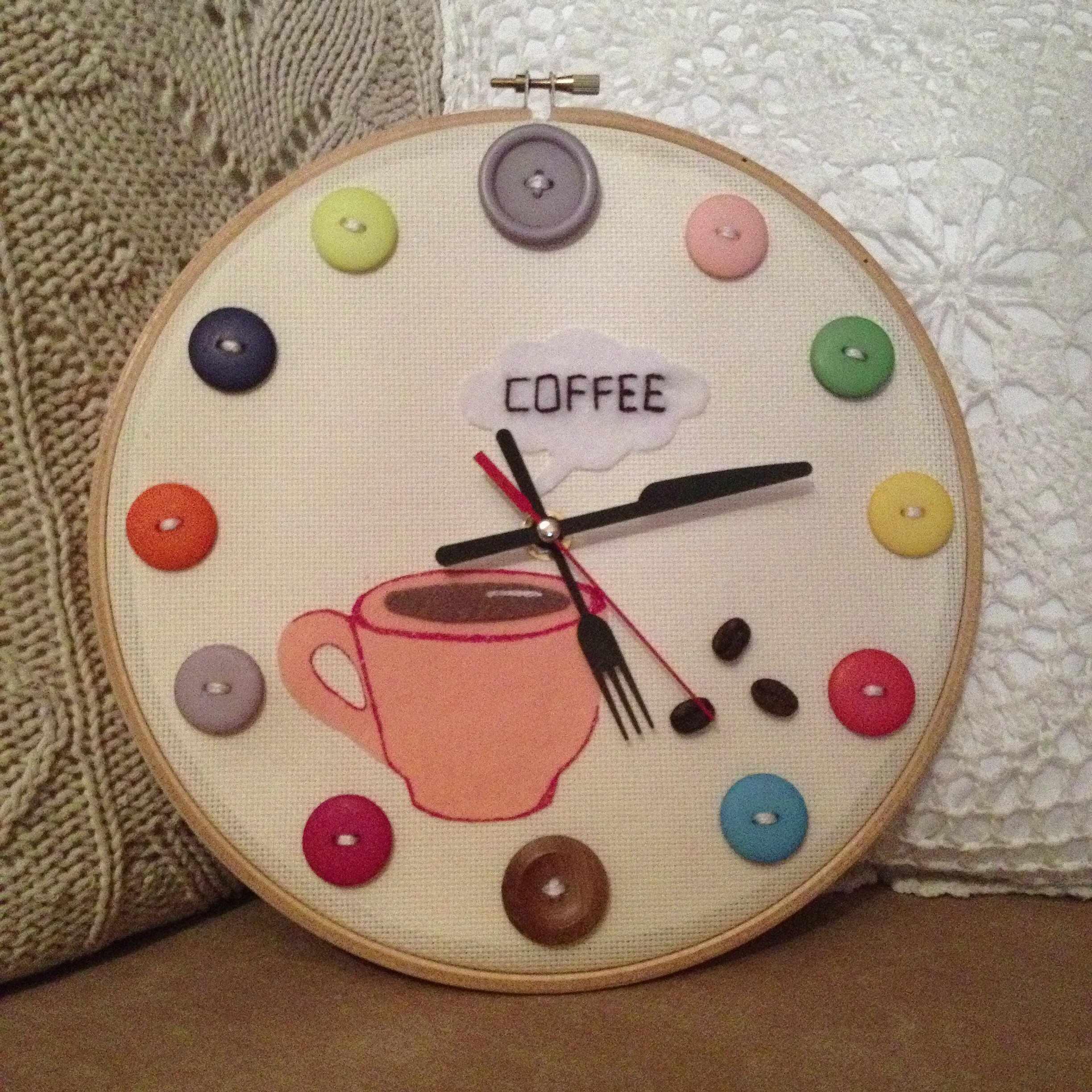Часы из пяльцев