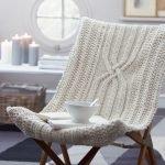 Вязаный чехол на уютное кресло