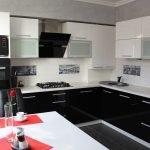 Интерьере черно-белой кухни