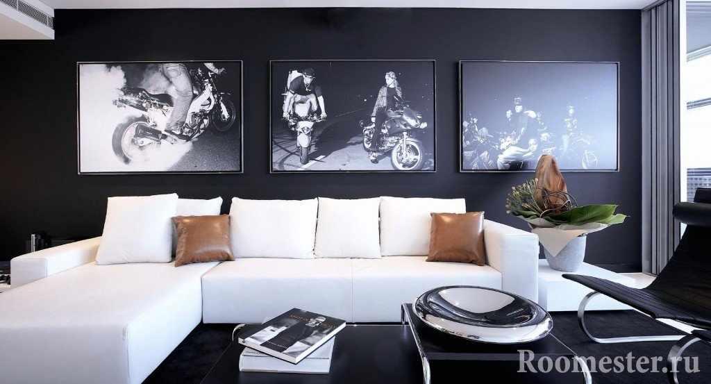 Черная стена с фотографиями
