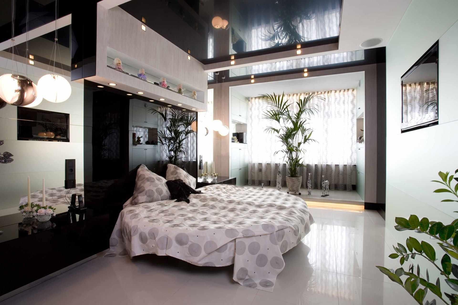 Натяжной потолок черного цвета в современной спальне