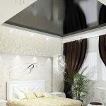 Натяжной потолок над кроватью