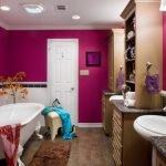 Фуксия в дизайне ванной