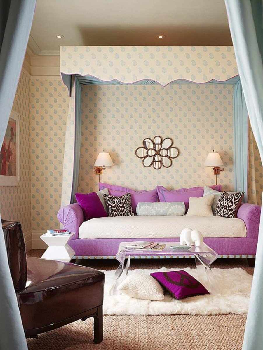 Бело-розовый диван