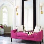Ярко-розовый диван