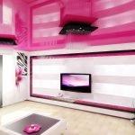 Потолок цвета фуксия