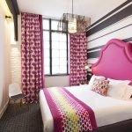 Маленькая спальня с большой кроватью