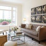 Картины на стене над диваном