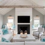 Белая мебель подушки цвета морской волны