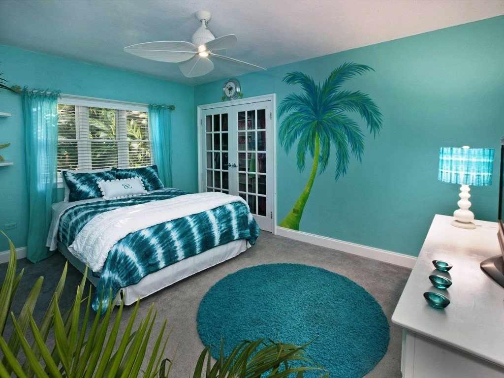 Пальма на стене
