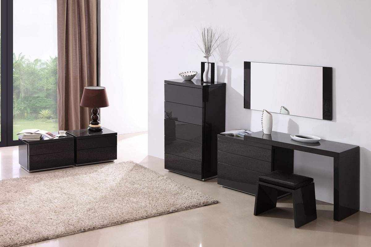 Мебельный ансамбль цвета венге в интерьере