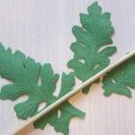 Вырезаем листочки и наносим текстуру