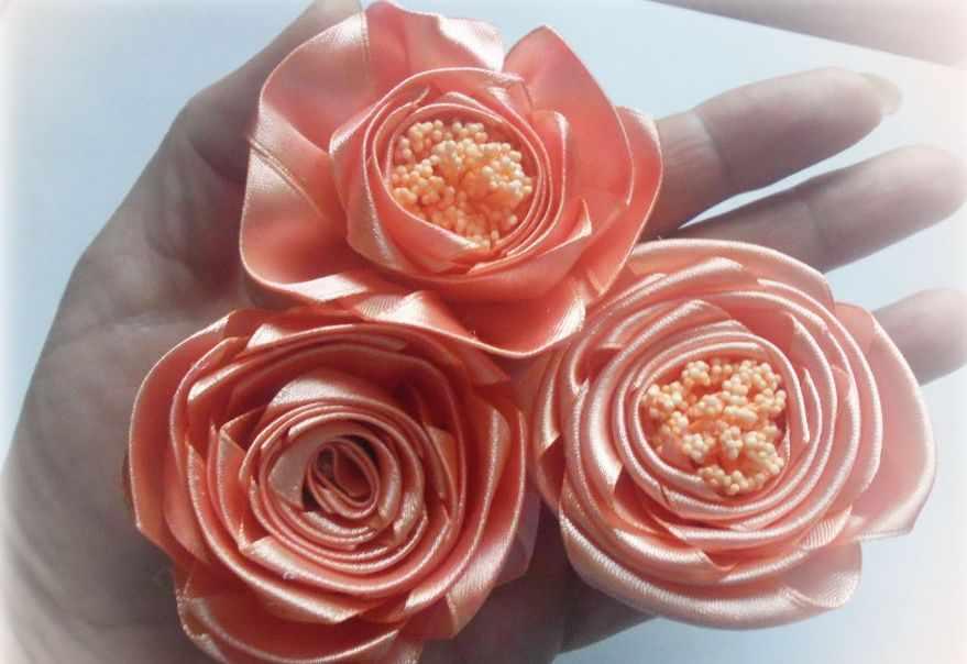 Розы из цельной ленты