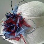 Роза на шляпе