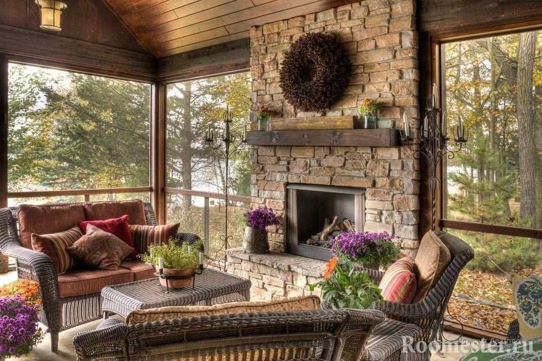 Панорамные окна и камин