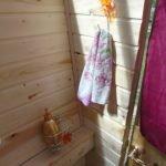 Вешаем крепления для мыла и полотенца