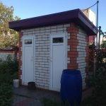 Кирпичный забор на даче