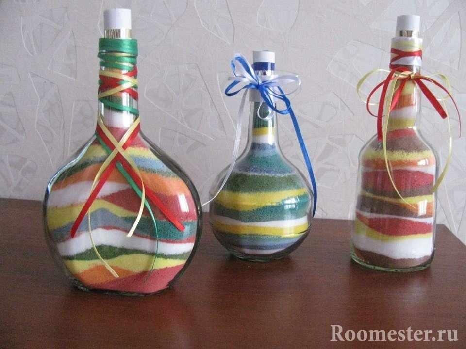 Бутылки разной формы с цветной солью