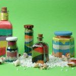 Ракушки и банки с цветной солью