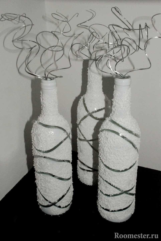 Белые бутылки с узорами
