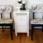 Бело-черные стулья с узорами