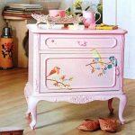 Розовая тумбочка с соловьями