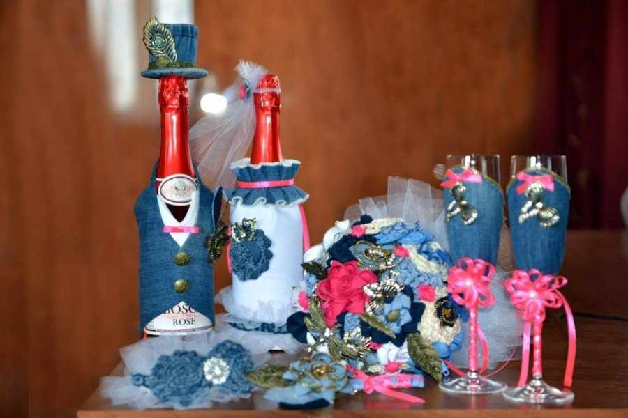 Бутылки в костюмах