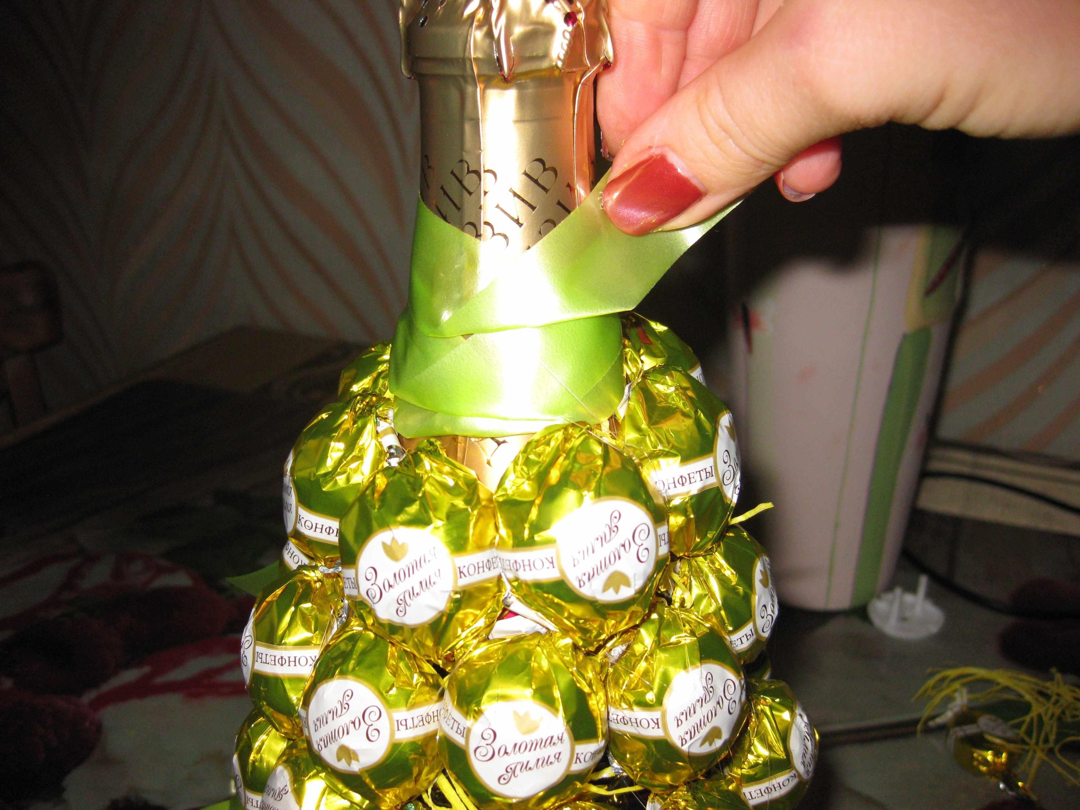 Как сделать бутылку, декорированную конфетами