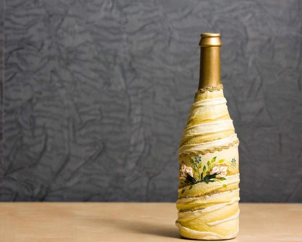 Декупаж в качестве декора бутылки
