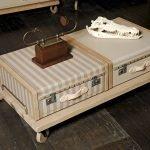 Столик в старинном стиле из чемодана