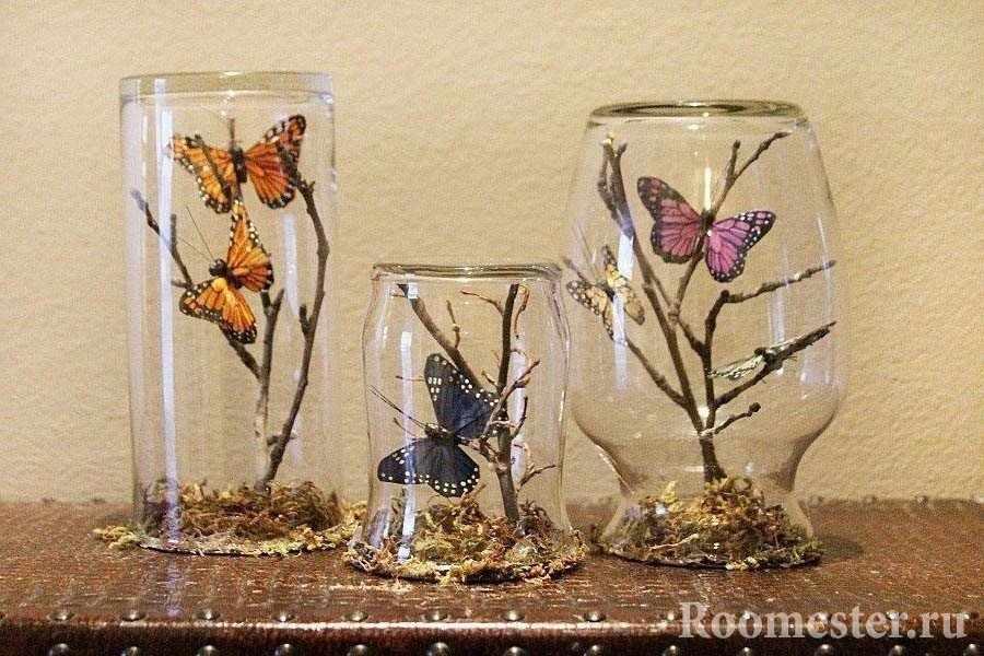 Вазы с бабочками