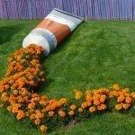 Тюбик со следом из цветов