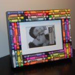 Рамка украшенная карандашами