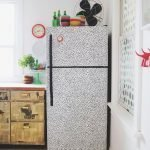 Холодильник, обклеенный оракалом