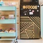 Коричневый маленький холодильник