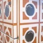 Украсить холодильник наклейками