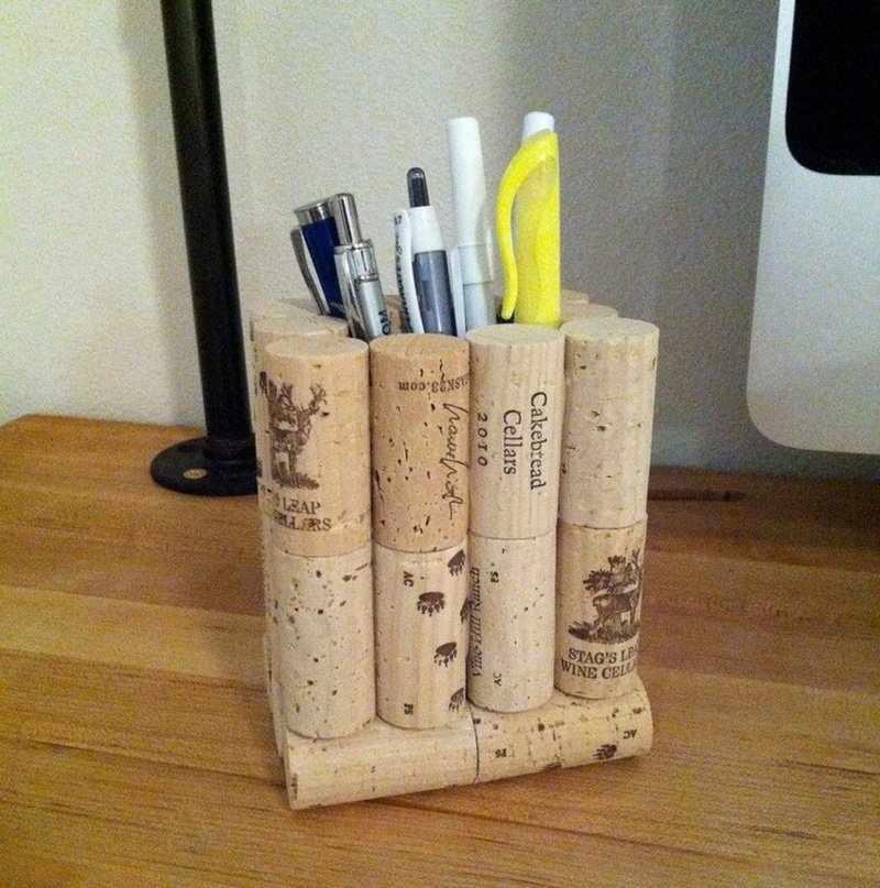 Подставка для ручек из винных пробок