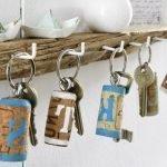 Ключи на вешалке