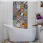 Пестрый пол в ванной